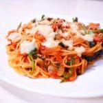 美味しいものを食べよう ほうれん草とアスパラとべーのトマトソースパスタ